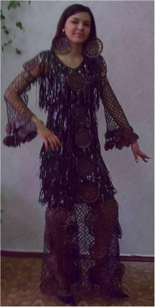 Первое платье связано из … пакетов